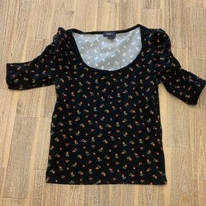 Forever 21 Flowered Top Small 🌹